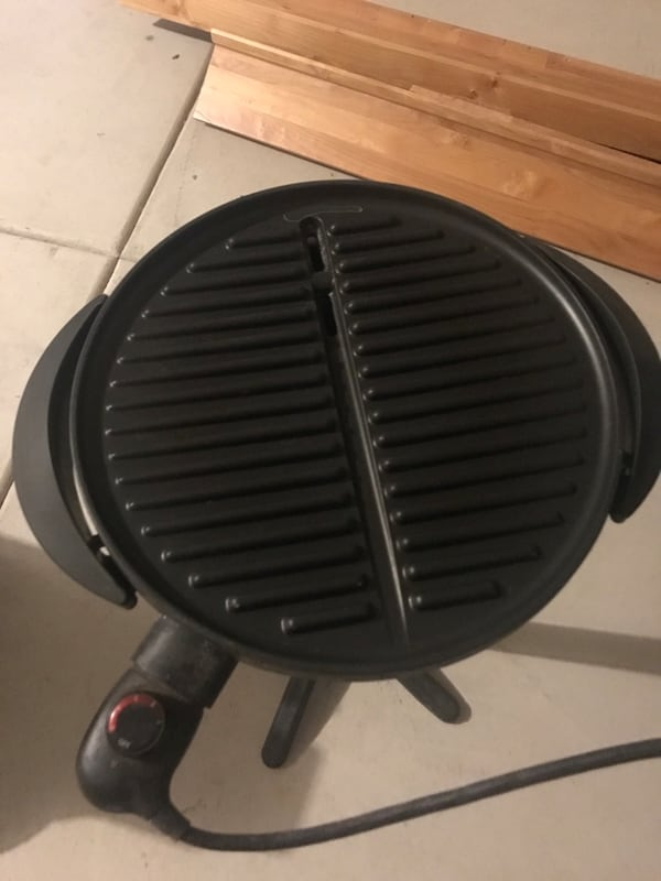 BBQ Grill - indoor and outdoor on pedestal with grease catcher 5ff7a372-07d4-4d86-897c-4730209914f1