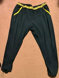 Under armour sweat pants Richmond, V7E 4Y7