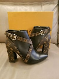 LV ankle boots size 7 Toronto, M5G 2C4