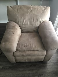 Beige recliner. Must pick up from Mt. Pleasant Mount Pleasant, 29466