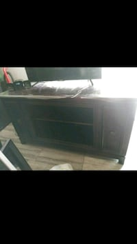 Tv stand heavy wood Bakersfield, 93309