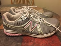 Pair of gray-and-white new balance sneakers Schaumburg, 60193