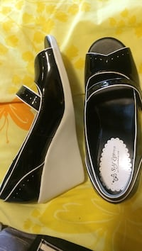 pair of black leather dress shoes Indianapolis, 46227