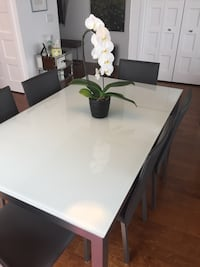 Glass dining set with matching leather chairs Montréal, H3J 1X7