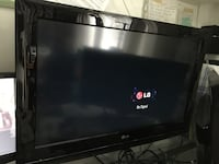 """32"""" TV includes wall mount and remote control Burnaby, V5E 1C9"""