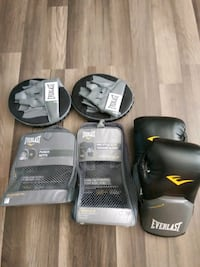 New Everlast Boxing Gloves, and Mitts (One-Size)   Ekron, 40117