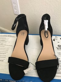 pair of black-and-white leather sandals Stockton, 95210