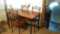 rectangular brown wooden table with four chairs di Dalton City, 61925