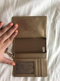 Micheal Kors Iphone 5 Wallet /Wristlet Woodbridge, 22192