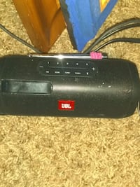 selling my JBL speaker works great and in awesome condition