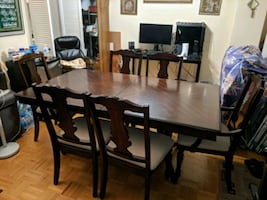 Leon's expandable dinning table