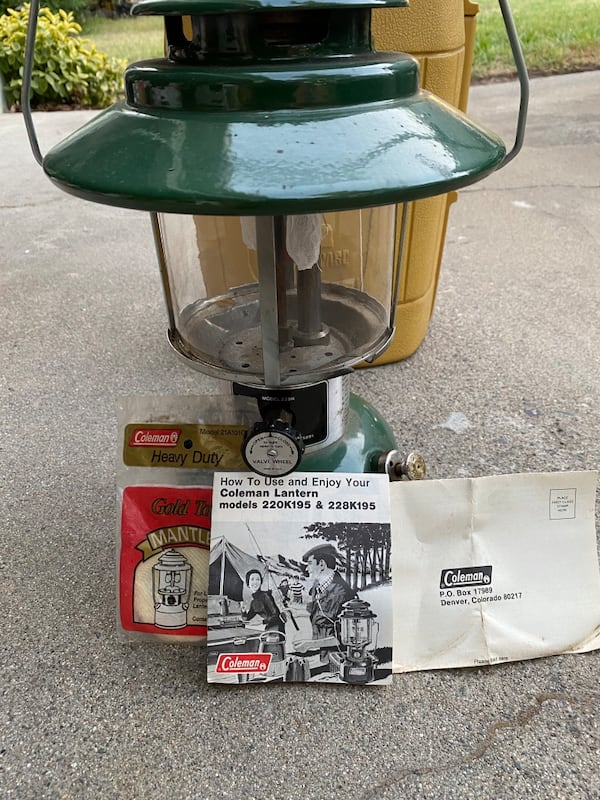 Coleman lantern with carrying case and original instructions  05b9336a-5410-4940-bd58-094393367bc4