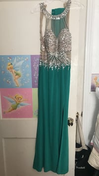 Women's green and silver sleeveless dress size 4 only wear one time