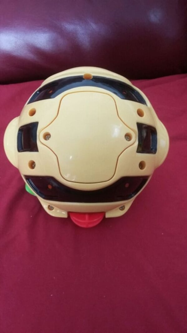 Fisher Price gigglin bee ball toy 687c163a-adc2-411d-94a6-c6be311c3536