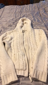 Maurice's zip up sweater size large  Bristol, 37618