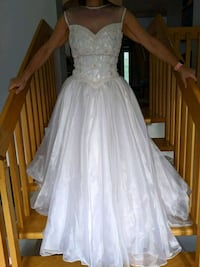 wedding dress size small  Montreal, H1P 2S6