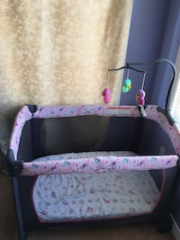 Baby's pink and black travel cot Mississauga, L5M 0G2