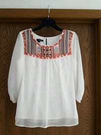 women's white, brown, and red tribal print boat-ne Country Club, 64505