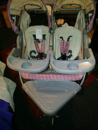 baby's white and pink high chair Fresno, 93705