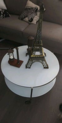 White rolling coffee table plus items Richmond, 94801