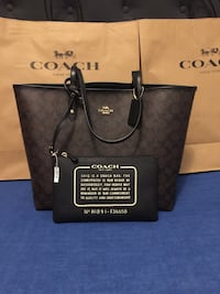 Brand new coach reversible bag 784 km