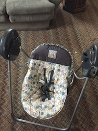 baby's black and white car seat carrier Blairsville, 15717