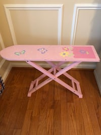 pink and white wooden table 7 km