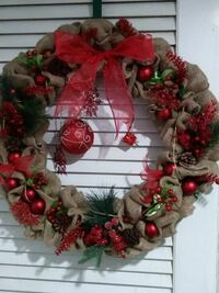 red and gray christmas wreath