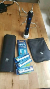 Oral-B Pro 7000 rechargeable electric toothbrush Vancouver, V6K 2T8