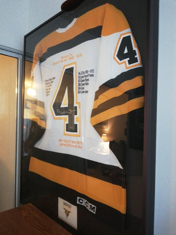 BOBBY ORR (BOSTON BRUINS) SIGNED JERSEY FRAMED - LIMITED EDITION e22e8aaa-c12d-432b-b63b-185ab9e7081b