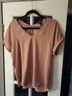 Rose short-sleeved blouse. Size S. Forever 21