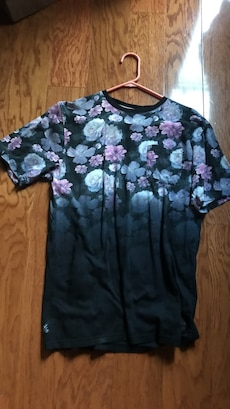 black,blue,and purple flower printed crew-neck shirt