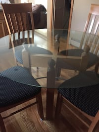 Round glass-top table 392 mi