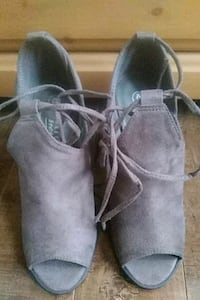 Brown suede shoe size 6