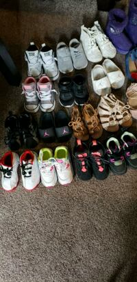 assorted pairs of shoes lot Saint Paul, 55106