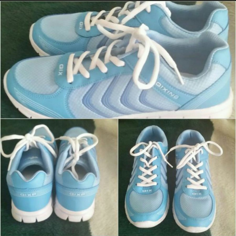 Sneakers light blue