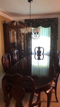 Dining room table, great condition, very pretty Belleville, 62223