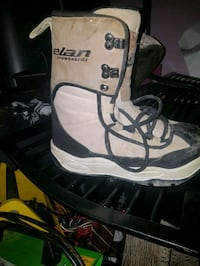 pair of white-and-black duck boots Kelowna, V1X 4W4