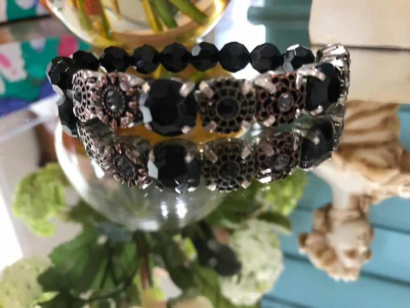 Pretty ! Victorian Black Beaded Stretch Bracelet fab72008-6856-46bc-a5fe-1aac7597c05e