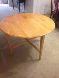 Wooden table  Kissimmee, 34744