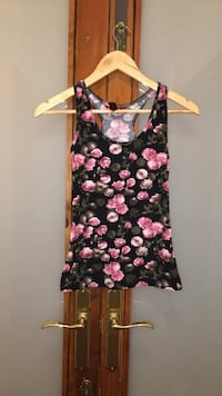 top sin mangas floral negro y rosa 6514 km