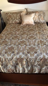 Brown and white floral bed sheet set
