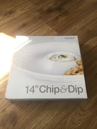 Chip and dip dish