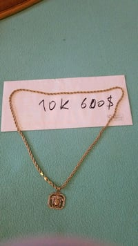 gold-colored chain necklace with box Montreal, H1V