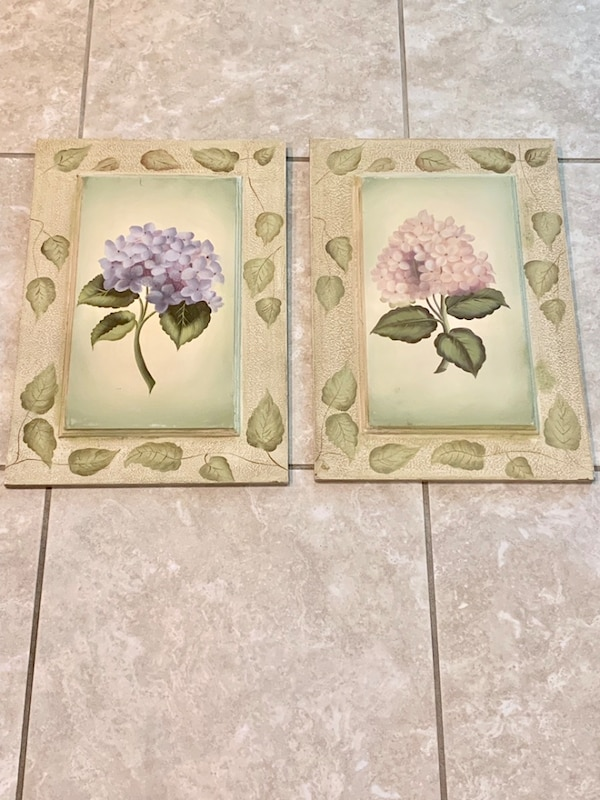 Used Set Of 2 Painted Wooden Plaques Pink Blue Hydrangea Flower