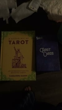 Tarrot cards and book Cambridge, N1R 3Z6