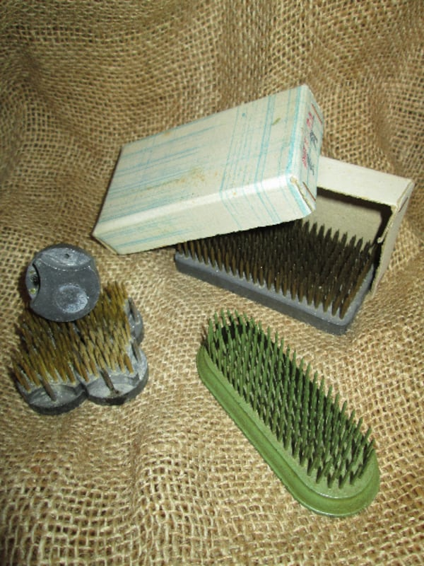 Antique/Vintage/rare 'Hackle' Combs - All Metal*   449a156f-adc5-4e47-9752-409042a074c8