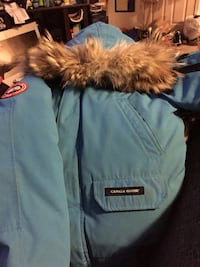Canada goose XL youth size  Toronto