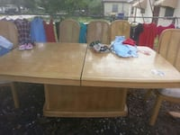 wood table 5 chairs neefs a lil work make an offer Sebring, 33875