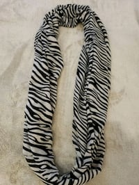 Guess Women's Scarf  Victoria, V8Z